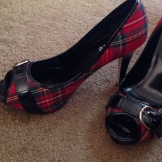 Gorgeous red tartan peep toes!❤️ Awesome shoes, never been worn, I wanted these to work Soooo bad but they're just not my size!  True 8.5 size, I'm more of a 9.  I hope these go to a great home!❤️❤️❤️ Shoes