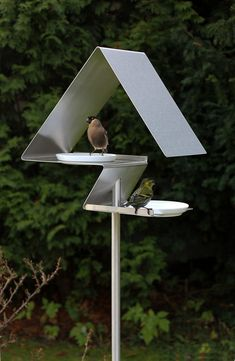 OPOSSUM design has a series of Bauhaus-inspired, modern birdhouses and bird baths that have frost-proof porcelain bowls for water and food. Unique Bird Feeders, Wild Bird Feeders, Metal Bird Feeders, Contemporary Bird Feeders, Modern Birdhouses, Bird House Feeder, Birdhouse Designs, Metal Birds, Compost