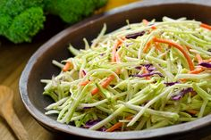 Enjoy this recipe for Clean Coleslaw! It is simple and delicious. Ingredients -Organic coleslaw mix tbsp brown spicy mustard tsp Apple Cider Vinegar -Mrs Dash Table Blend Cup plain Greek Yogurt Mix together, chill and enjoy! Broccoli Slaw, Broccoli Recipes, Fresh Broccoli, Clean Eating, Healthy Eating, 5 Ingredient Recipes, Fat Flush, Macaron, Natural