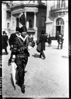 1914 Fashion at the Parisian races IMAGE: AGENCE ROL/GALLICA VIA EUROPEANA