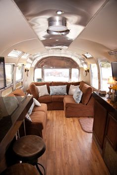 Newest Photographs Airstream Interior office Suggestions There are numerous individuals who love travelling although can't stand wasting its cash on inn rooms. Airstream Travel Trailers, Airstream Campers, Airstream Remodel, Vintage Travel Trailers, Remodeled Campers, Airstream Bambi, Airstream Living, Camper Renovation, Rv Trailers