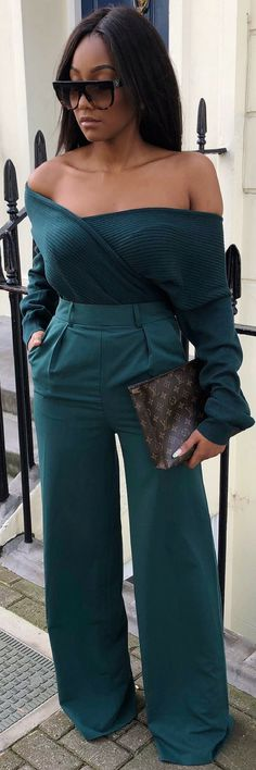 1 Stunning Formula Of How To Wear Fearless Green They'll Love ecstasymodels. Green Fashion, Love Fashion, Fashion Looks, Womens Fashion, Classy Outfits, Chic Outfits, Beautiful Outfits, Holiday Outfits, Fall Outfits