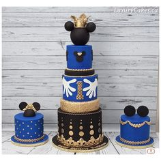 Royal Mickey mouse first birthday cake 😍swipe to see more pictures 🙂sweet table done by Pastel Mickey, Mickey And Minnie Cake, Mickey Mouse First Birthday, Mickey Mouse Baby Shower, Mickey Cakes, Mickey Party, First Birthday Cakes, Minnie Mouse Party, Baby Birthday