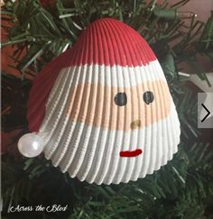 Santa Shell Ornament Living in a coastal city means that there is always the opportunity to go to the beach and collect shells. This year, I'm making several differently styled orna… Easy Christmas Ornaments, Christmas Holidays, Beach Christmas Decor, Homemade Christmas Decorations, Nordic Christmas, Modern Christmas, Christmas Cross, Felt Christmas, Christmas 2019