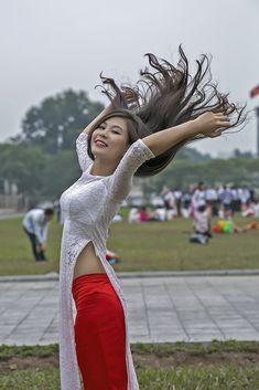 Vietnamese Clothing, Vietnamese Dress, Belly Dance Outfit, Vietnamese Traditional Dress, Vietnam Girl, Indian Girls Images, China Girl, Beautiful Asian Women, Ao Dai