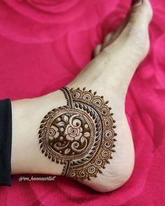 Pretty Henna Designs, Modern Henna Designs, Rose Mehndi Designs, Legs Mehndi Design, Latest Bridal Mehndi Designs, Full Hand Mehndi Designs, Mehndi Designs For Beginners, Mehndi Design Photos, Wedding Mehndi Designs