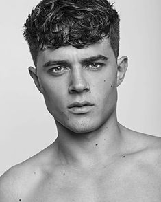 Curly Hairstyles For Men (2018 Guide)