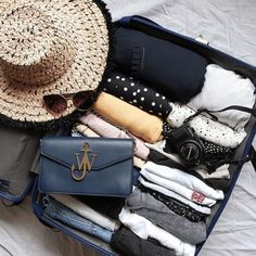 Travel essentials, travel packing и travel capsule. Suitcase Packing, Packing Tips For Travel, Travel Luggage, Travel Essentials, Travel Bag, Inside My Bag, Travel Capsule, Travel Wardrobe, Travel Aesthetic