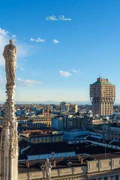Buongiorno #Milano Cominciamo con una bella vista Foto di Alber Sabty #milanodavedere Milano da Vedere