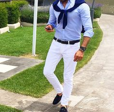Die: Navy Shoes + White Jean + Lightblue Simple Shirt + Navy Sweater
