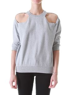 Don't throw or give away your old T-shirts in your closet. Here you can find some crafty ideas to restyle them. Diy Clothes Bag, Clothes Crafts, Diy Sweatshirt, T Shirt Diy, Diy Clothing, Piece Of Clothing, T Shirt Redesign, Diy Wardrobe, Old Shirts