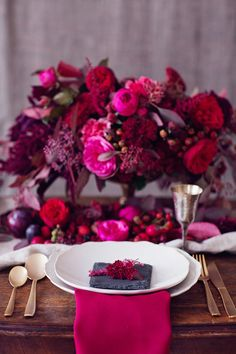 Wedding table settings marsala color schemes for 2019 Pink Wedding Colors, Romantic Wedding Flowers, Jewel Tone Wedding, Wedding Color Schemes, Berry Wedding, Purple Wedding, Wedding Cake, Hot Pink Weddings, Floral Wedding
