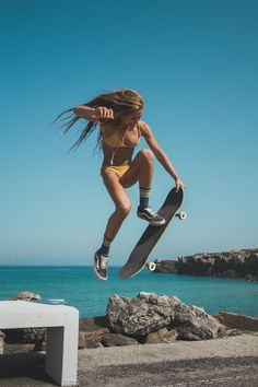 Quest Longboards is a top-selling longboard brand that is based in California, USA. We provide longboard skateboards that complement the leisure skaters' lifestyle! Moda Skate, Look Skater, Skate Girl, Skateboard Girl, Skateboard Ramps, Skateboard Photos, Skate Photos, Burton Snowboards, Kitesurfing