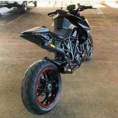 KTM 1290 superduke What a beast Motorcycle Dirt Bike, Moto Bike, Motorcycle Paint, Motorcycle Helmets, Ktm Motorcycles, Custom Motorcycles, Vintage Motorcycles, Bmw S1000rr, Ktm 690