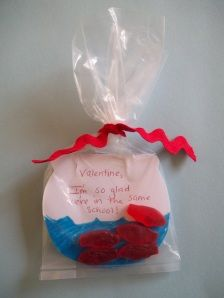 i know a couple little boys who would enjoy recieving this fishy valentine