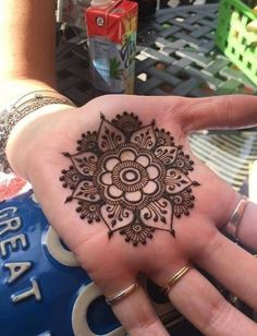 Tattoo Simple Henna Easy Ideas For 2019 - Tattoo Ideas ♡ - Henna Designs H. Tattoo Simple Henna Easy Ideas For 2019 – Tattoo Ideas ♡ – Henna Designs Hand – Henna Henna Hand Designs, Henna Tattoo Designs, Henna Tattoos, Small Henna Designs, Best Tattoo Designs, Feather Tattoos, Sleeve Tattoos, Tattoo Ideas, Mehandi Designs
