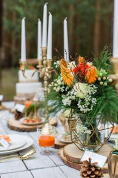 Into the Wood: moderne Waldhochzeit in Orange & Gold WENDY STEPHAN http://www.hochzeitswahn.de/inspirationsideen/into-the-wood-moderne-waldhochzeit-in-orange-gold/ #wedding #wood #table