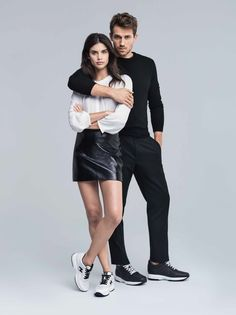 Top model Sara Sampaio stars in Hogan's spring-summer 2017 campaign. The Victoria's Secret Angel poses alongside Andrew Cooper in a Paris studio. Studio Photography Poses, Fashion Photography Poses, Fashion Poses, Fashion Editorial Couple, Fashion Couple, Photo Poses For Couples, Poses Photo, Portrait Studio, Portrait Poses