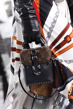 Louis Vuitton Fall 2016 Ready-to-Wear Fashion Show Details