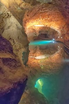 ~~Pool of Reflections | underground pools of Jenolan Caves, New South Wales, Australia by xeyr~~