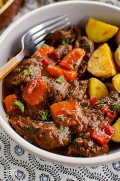 This delicious bowl of Balsamic Braised Beef is pure comfort food. Tender chunks of beef in a tangy rich tomato sauce. Gluten free, dairy free, Slimming World and Weight Watchers friendly Slimming World Beef Recipes, World Recipes, Meat Recipes, Cooking Recipes, Healthy Recipes, Slow Cooking, Healthy Cooking, Chicken Recipes, Healthy Food