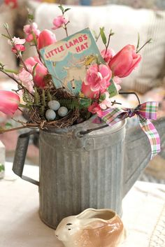 Easter centerpiece, watering can centerpiece, vintage easter lamb (easter centerpiece rustic) Easter Lamb, Hoppy Easter, Easter Bunny, Diy Spring, Spring Crafts, Spring Time, Happy Spring, Spring Summer, Watering Can Centerpieces