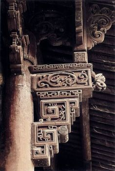 Appreciating ancient Chinese architecture. Queti (雀替), a special feature of Chinese design, via Discover China