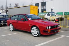 Alfa Romeo's Sports Sedan is a Future Classic: HagertyThe 2017 Alfa Romeo Giulia Quadrifoglio has Alfa Romeo Gtv6, Alfa Romeo Cars, Alfa Romeo Giulia, Alfa Gtv, Gt V, Best Classic Cars, Timeless Classic, Bmw Series, Classic Motors