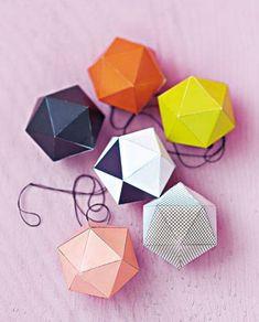In Geometrie waren Sie immer schlecht? Macht nichts: Diese 'X-Mas-Balls' sind ja auch nur was fürs Auge. Als Weihnachts-Girlande oder einfach nur Deko im Advent - ein Augenschmaus!