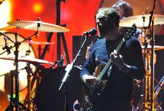 Kings of Leon perform 'Beautiful War' on MTV EMA 2013 like grownups (video)