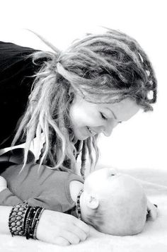 A mommy with dreads. This is so beautiful. Dreadlock Rasta, Dreadlock Styles, Dreads Styles, Dread Hairstyles, Cute Hairstyles, Dreads Girl, Red Dreads, Blonde Dreadlocks, Natural Dreads