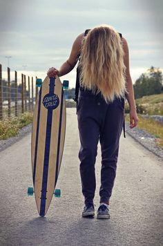 skate girl mit einen longa borda. eau somme! #skateboard