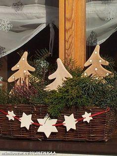 Girlandy hvězdy Christmas Clay, Miniature Christmas Trees, Natural Christmas, Modern Christmas, Christmas Images, Winter Christmas, Outdoor Christmas Decorations, Holiday Decor, Christmas Crafts