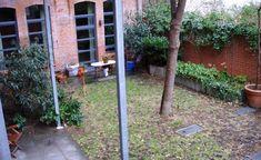 Wenig Licht, meistens ein schlechter Boden und von den Nachbarhäusern aus einsehbar: Innenhöfe bieten zur Anlage eines Gartens nicht die besten Bedingungen. Mit diesen beiden Gestaltungsvorschlägen verwandelt sich solch ein trister Ort dennoch in eine grüne Oase.