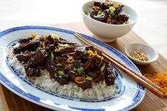 Crispy Orange Beef - Make delicious beef recipes easy, for any occasion Orange Beef, Jasmine Rice, Sirloin Steaks, Food Styling, Beef Recipes, Easy Meals, Meat Recipes, T Bone Steak, Quick Easy Meals