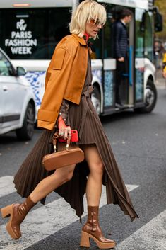 Viktoria Rader Street Style Paris Fashion Week Akris PFW (London Et Paris) Paris Street Fashion, Street Style Fashion Week, Street Style Trends, Fashion Mode, London Fashion, Fashion 2020, Fashion Outfits, Womens Fashion, London Street Styles