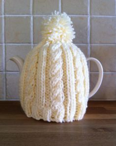 Easy Cable Tea Cosy knitting pattern.