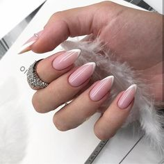On average, the finger nails grow from 3 to millimeters per month. If it is difficult to change their growth rate, however, it is possible to cheat on their appearance and length through false nails. Frensh Nails, Red Nails, Swag Nails, City Nails, Glitter Nails, Almond Acrylic Nails, Best Acrylic Nails, Almond Nails, Acrylic Nail Shapes