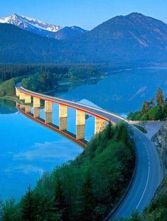 Les routes les plus spectaculaires au monde - Sylvenstein Dam Allemagne