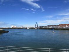 Le port et le Courgain maritime sur la droite