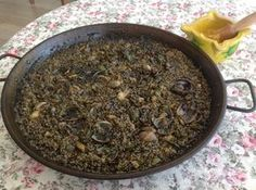 Arroz negro. Seafood Recipes, Gourmet Recipes, Mexican Food Recipes, Cooking Recipes, Healthy Recipes, Seafood Meals, Spanish Cuisine, Spanish Dishes, Spanish Food