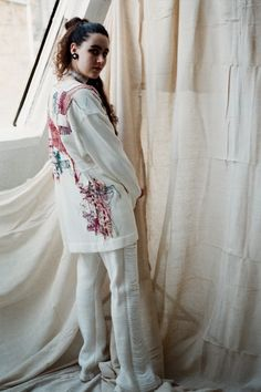 Elin Manon is a fashion designer specialising in knitwear. Her signature is repurposed clothing and materials from unusual sources. View Elin's latest collection now. Fashion Designers, Showroom, Knitwear, Kimono Top, Sari, London, Book, Clothes, Collection