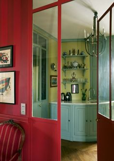 Paris: a colorful and atypical Haussmann apartment - Decoration, Room Decoration, Decoration Appartement, Home Decor, Bedroom Decor Red Kitchen Walls, Burgundy Decor, Home Library Rooms, Home Wallpaper, Velvet Wallpaper, Trippy Wallpaper, Purple Wallpaper, Exterior Makeover, Rustic Colors
