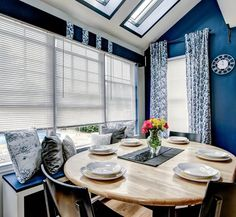 Before & After: A Breakfast Nook Gets a Bold Blue Look Under $600 — From the Archives: Greatest Hits | Apartment Therapy
