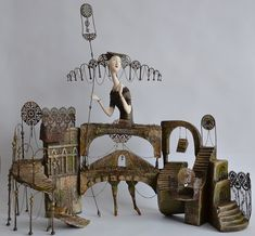 wish I knew the artiste- will add her when I find out Found Object Art, Paperclay, Assemblage Art, Home And Deco, Wire Art, Box Art, Medium Art, Figurative Art, Ceramic Art