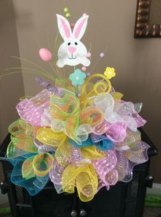 100 Dollar Store Easter Decorations that are simply Egg-cellent - Hike n Dip Make your Easter Decorations with dollar store items and save your hard-earned money. Here are 100 easy Dollar Store Easter Decorations that you'll LOVE. Easter Projects, Easter Crafts, Easter Ideas, Easter Wreaths Diy, Spring Crafts, Holiday Crafts, Diy Osterschmuck, Easter Table Decorations, Easter Centerpiece