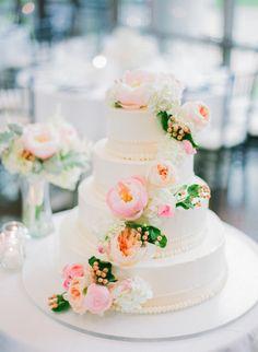 Pure loveliness: http://www.stylemepretty.com/2015/03/04/romantic-botanical-garden-wedding/ | Photography: Jordan Brittley - http://jordanbrittley.com/