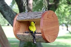 Make these 10 Creative DIY Bird Feeders for your feathered garden friends! All of these tutorials are easy homemade bird feeders anyone can make! Bird Feeder Plans, Diy Bird Feeder, Woodworking Projects, Diy Projects, Garden Projects, Homemade Bird Feeders, Hanging Bird Feeders, Diy And Crafts Sewing, Diy Crafts