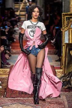 Moschino RTW Fall 2016 | WWD