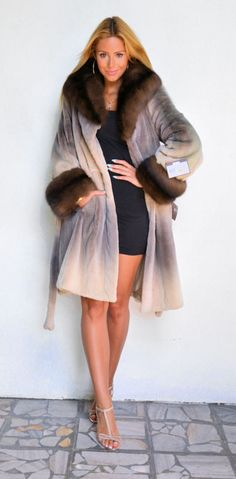 OUTLET VELVET MINK FUR COAT.